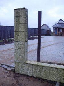 Забор на въезде в Hotel Lilac Garden, д. Старое Мартьяново